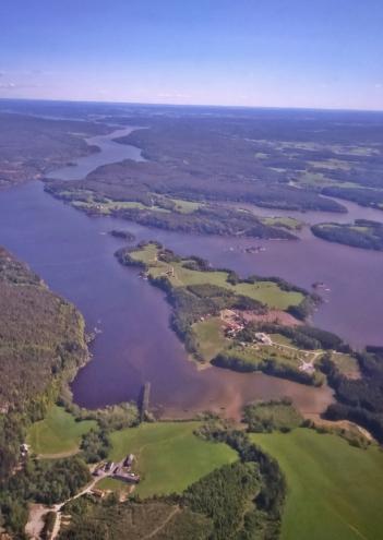 norweskie jeziora widziane z okna samolotu
