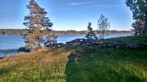pochodziłem trochę dookoła jeziora by znaleźć dobre miejsce