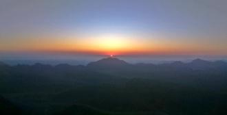 wschód słońca na górze Synaj