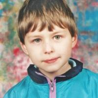 Mały chłopiec poliglota