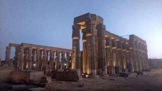 świątynia Luksorska, pokaz światła