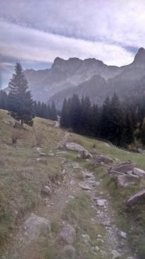 początek wędrówki w Alpach Bergamskich