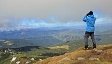 widok spod Pop Iwana na Alpy Rodniańskie w Rumunii