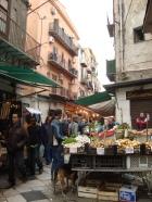 typowy targ uliczny