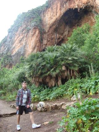 grota w której znaleziono ślady ludzi prehistorycznych