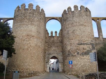 mury zamku w Serpa
