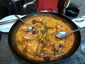 paella valenciana - oryginalne danie z Walencji