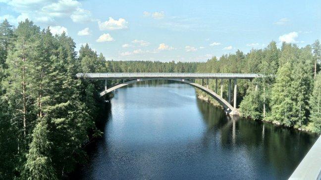 most nad jeziorami, Finlandia