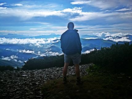 Cezarkos ponad chmurami, początek szlaku