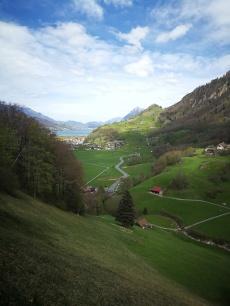 dolina obok Giswil z widokiem na jezioro Sarnen