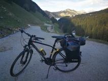 zbocze góry, przez które musiałem prowadzić rower