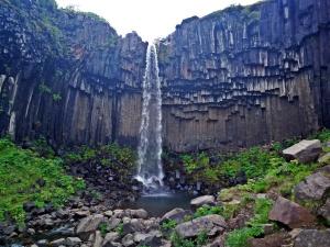 malowniczy wodospad Svartifoss