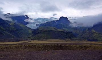 kolejne, wysoko położone w górach jęzory lodowca Vatnajökull