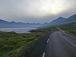 Ljosavatn, malownicze jezioro przy trasie nr 1 sto km przed Akureyri