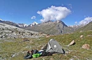 biwak o poranku na wysokości 3500 m npm przed Panorama pass