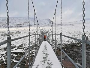 na szlaku przekraczamy kilka podwieszonych mostów