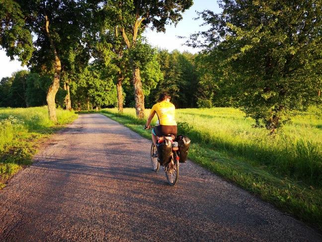 jazda na rowerze przy zachodzie słońca