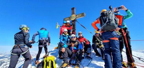 pięcioosobowa ekipa na szczycie