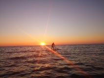 SUP o zachodzie słońca w Estonii