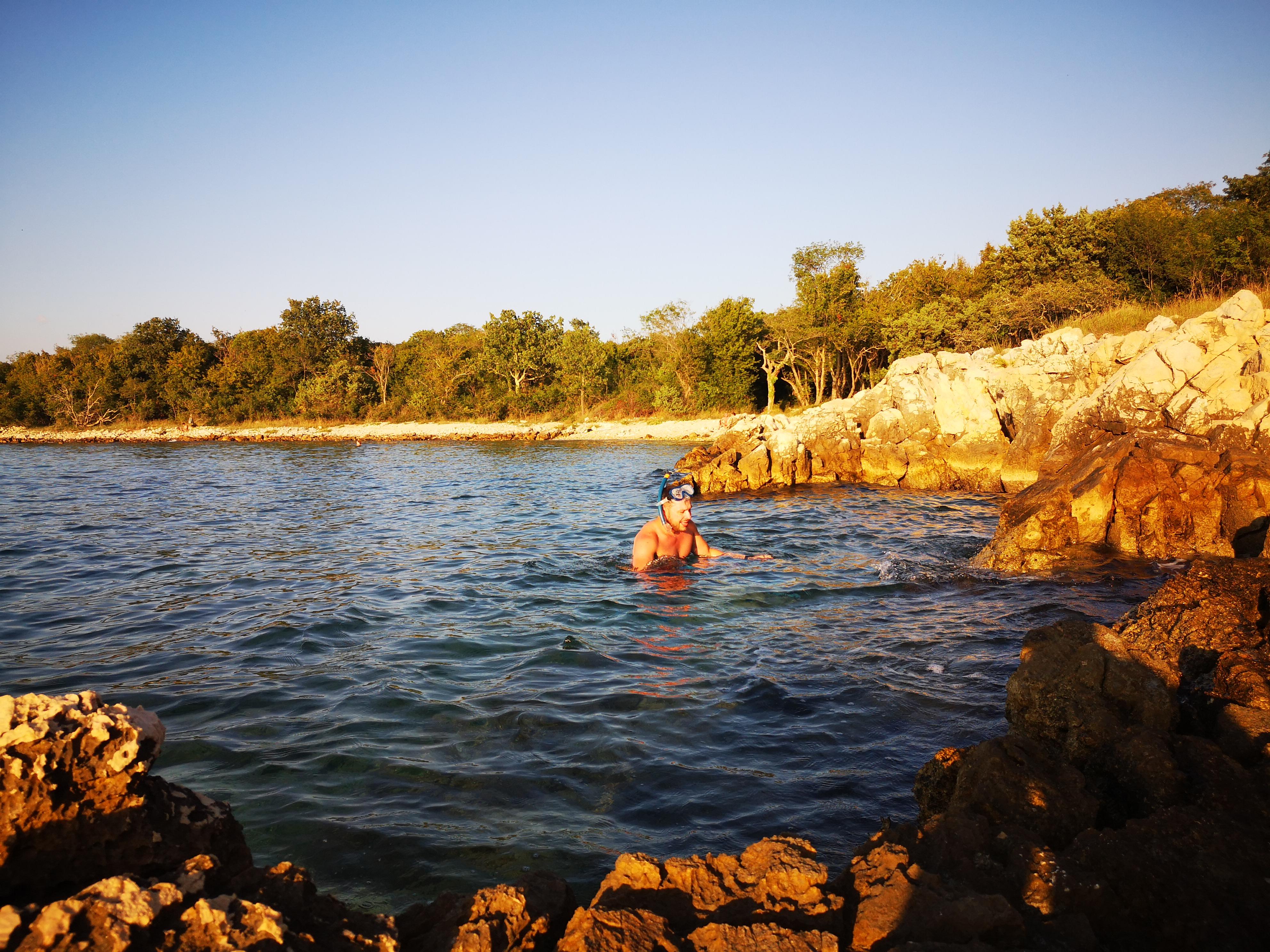 snorkeling przy zachodzie słońca