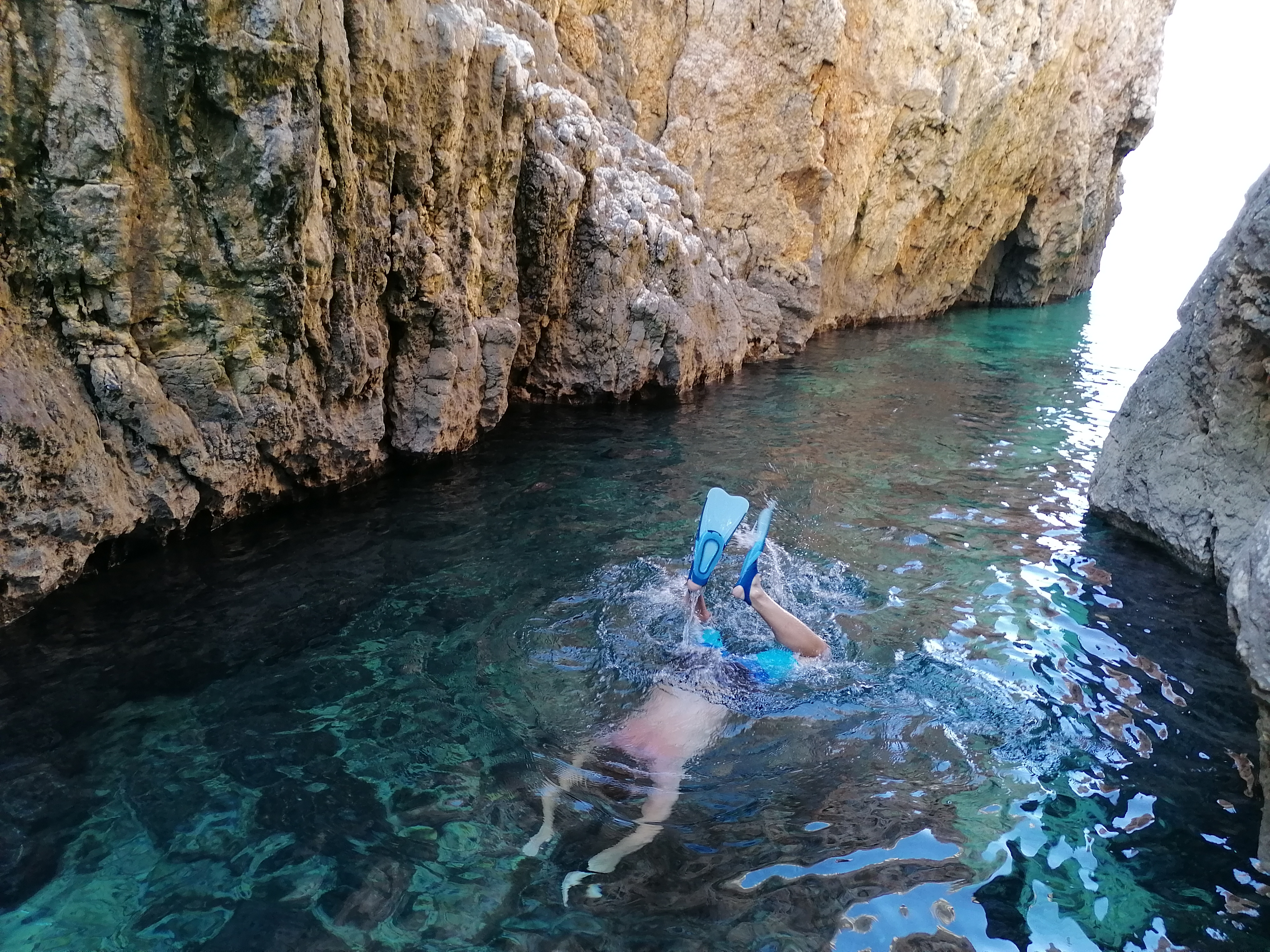 snorkeling w jednej z jaskiń